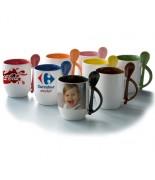 Mugs bicolores avec cuillière